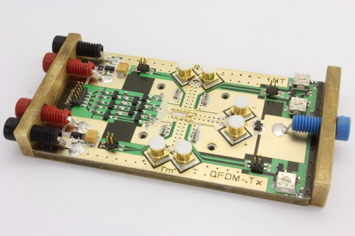 Modul: IC auf HF-Substrat und Messingplatte