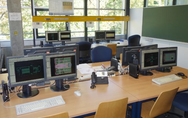 Arbeitsplätze im CAD-Labor (c) INT