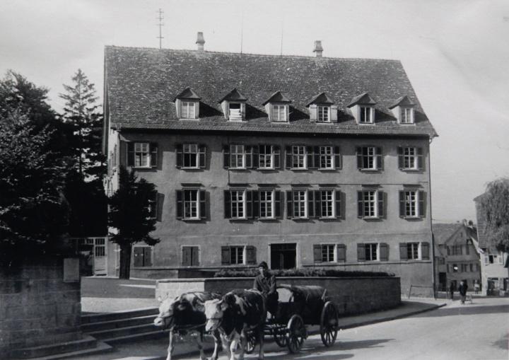 Schulhaus in Eningen unter der Achalm (c) INT